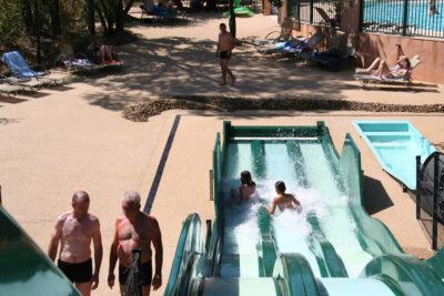 Aquabereich Beheizter Pool Rutsche Wasserspiele