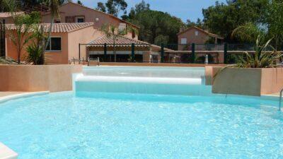 Erlebnisbad Unterwasserstrand Beheizter Swimmingpool Solarium