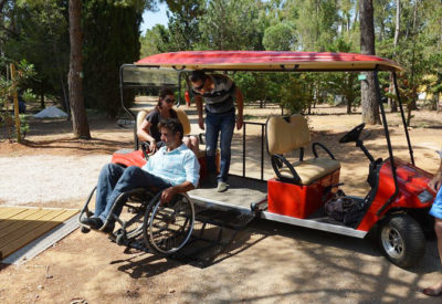 Barrierefreies Elektrofahrzeug für Menschen mit Handicap