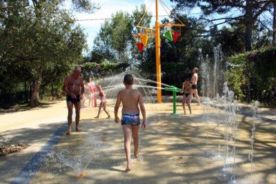 Toulon Badeplatz Wasserspiel Ferien Kinder Freunde