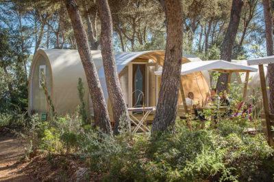 Preiswerter und ungewöhnlicher Bungalow aus Zelttuch mit allem Komfort am Mittelmeer