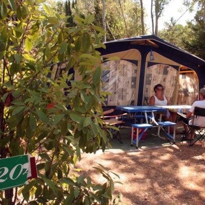 Stellplätze « Confort » - Wohnwagen / Wohnmobile / Zelte