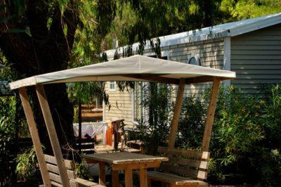 Mobilhaus mit Klimaanlage auf einem Campingplatz****