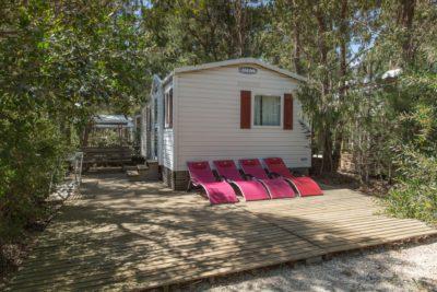 Ferien in einem sehr preisgünstigen Mobilhaus mit Terrasse und Liegestühlen