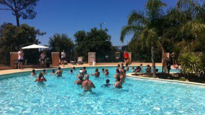 Aktivität Aquagymnastik im Pool und in der Sonne