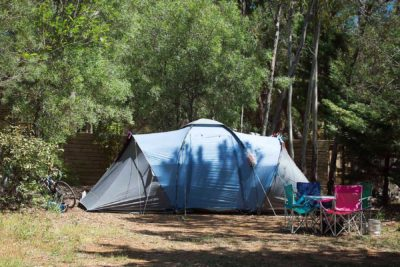 Stellplatz für ein Zelt auf einem familienfreundlichen Campingplatz