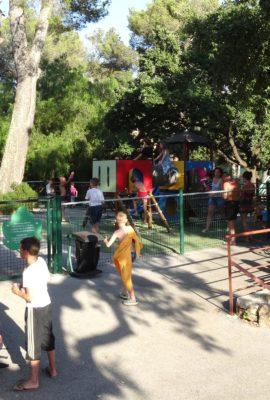 Aire de jeux Extérieur Enfants Famille VacancesSpielplatz an der frischen Luft für Kinder während der Familienferien