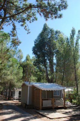 Eingerichtetes Mobilhaus Privilège mit Klimaanlage auf einem Camingplatz in Hyères