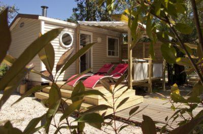 komfortables Moblihaus Privilège auf einem Campingplatz mit einem Wasserparadies
