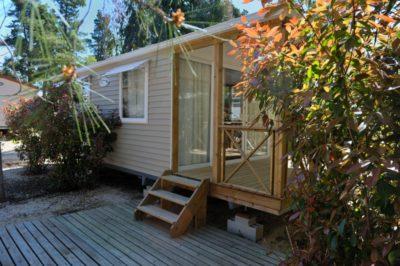 Mobilhaus der Luxusklasse auf einem familienfreundlichen Campingplatz in der Provence