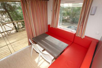 Viel Platz und Komfort in einem Mobilhaus der Luxusklasse mit Klimaanlage