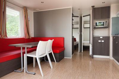 Ferien in einem Mobilhaus mit viel Platz auf einem Campingplatz in Hyères