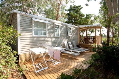Ferien in einem komfortablen Mobilhaus mit viel Platz auf einem Campingplatz