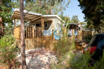 Mobilhaus mit Luxus auf einem Campingplatz an der Côte d'Azur