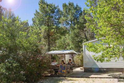 Hochwertiges und naturnahes Mobilhaus in der Provence