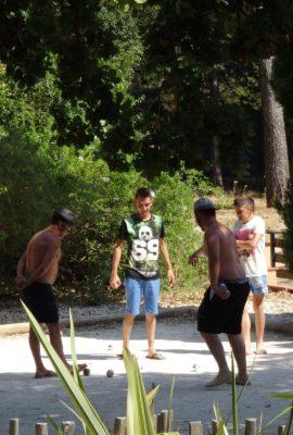 Boulespiel und naturnahe Aktivitäten für die ganze Familie auf dem Campingplatz