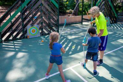 Aktivität Bogenschiessen für Kinder auf der Multisportanlage - Ferien auf einem Campingplatz