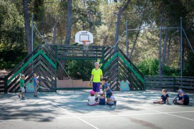 Sport und Bogenschiessen sind Aktivitäten für Kinder auf einem Campingplatz in Hyères