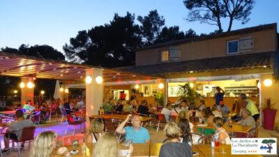 Ferien mit Freunden auf einem familienfreundlichen Campingplatz mit Restaurant und Aktivitäten in der Nähe von Toulon