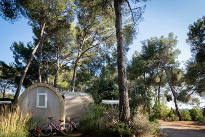 Campingplatz in Südfrankreich – ein Wochenende mit Freunden in einem einzigartigen Bungalow aus Zelttuch