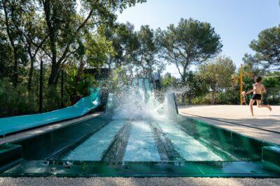 Camping Hyères Wasserrutsche Schwimmbad Wasserspiele