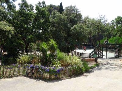 Schattiger Campingplatz mit vielen Bäumen in Hyères - naturnahe Ferien
