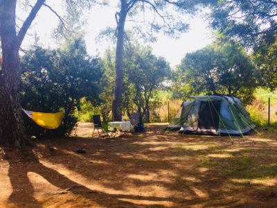 Stellplätze XXL der Luxusklasse auf einem Campingplatz an der Côte d'Azur