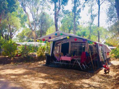 Naturnaher Stellplatz für Wohnwagen auf einem umweltfreundlichen Campingplatz – Côte d'Azur