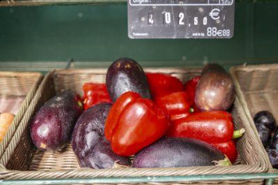 Obst- und Gemüsemarkt auf dem Campingplatz in Hyères an der Côte d'Azur