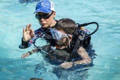 Schwimmbad Tauchtaufe Ferien Familie