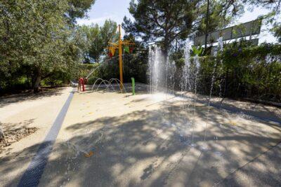 Erlebnisbad Schwimmbad Wasserspiele Animation Familie Kind