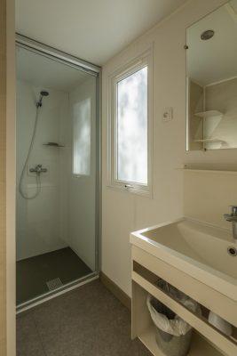 Preisgünstiges Mobilhaus mit Klimaanlage - Dusche