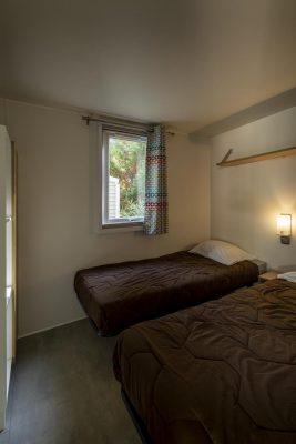 Billiges Mobilhaus mit Klimaanlage auf einem Campingplatz