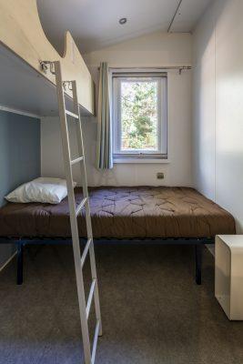 Barrierefreies Mobilhaus für Menschen mit Handicap auf einem Campingplatz – 2 Schlafzimmer