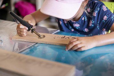 Naturnaher Campingplatz mit kreativen und kulturellen Aktivitäten für Kinder
