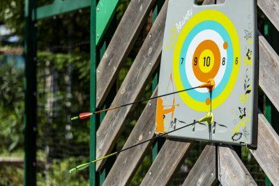 Atkivität Bogenschiessen im Kinder Club in Hyères