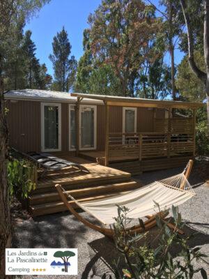 Entspannen Sie sich auf dem Campingplatz dank der Hängematten vom Mobilhaus der Luxusklasse
