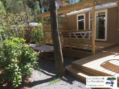 Mobilhaus VIP mit Terrasse und Garten